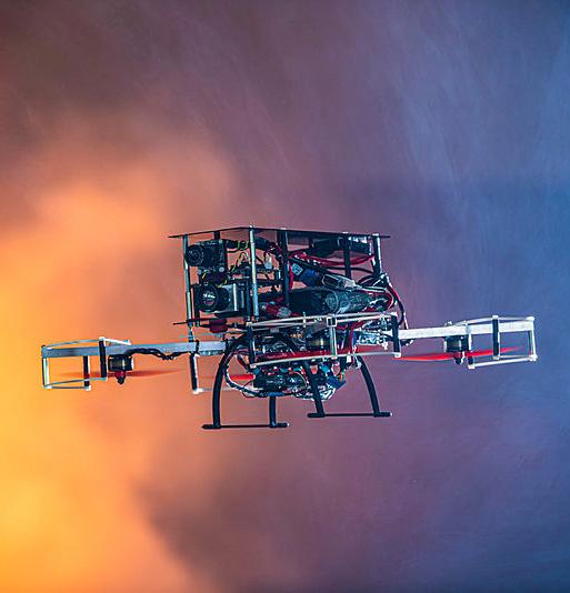 Drohnen helfen schon heute Rettungskräften im Einsatz. Das KIT forscht mit Partnern an der Automatisierung der fliegenden Helfer. (Foto: Markus Breig, KIT)