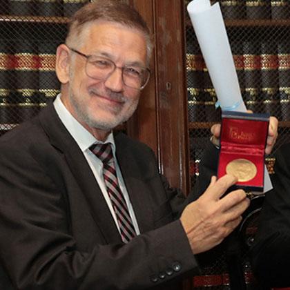 Director Prof. Dr. Dr. h.c. Reto M. Hilty