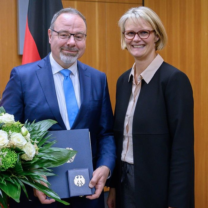 Dietmar Harhoff and German Federal Minister of Education and Research Anja Karliczek. Photo: BMBF/Hans-Joachim Rickel