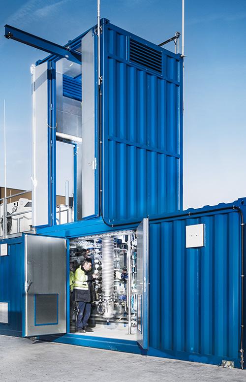Die Dreiphasen-Methanisierungsanlage am Energy Lab 2.0 des KIT ist ein Baustein der Energiewende.  (Foto: Amadeus Bramsiepe, KIT)